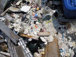 プラスチックも粉々に