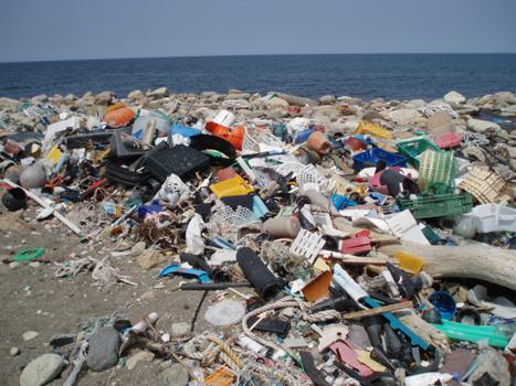 プラスチックの山